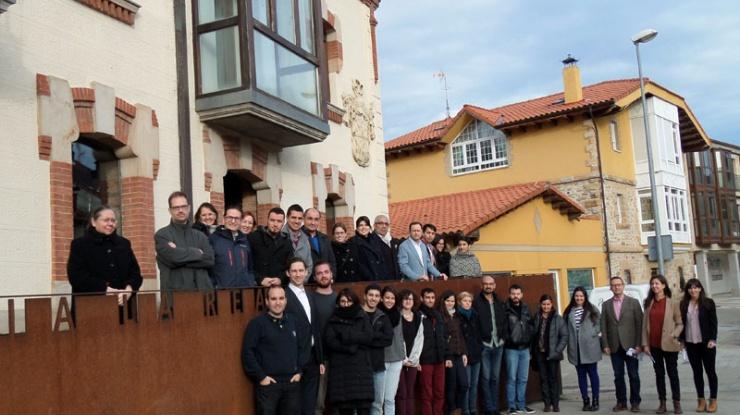 Foto de grupo en la sede de la Fundación