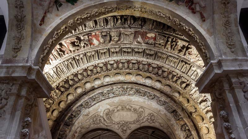 Portada románica. Iglesia de San Martín (Salamanca)