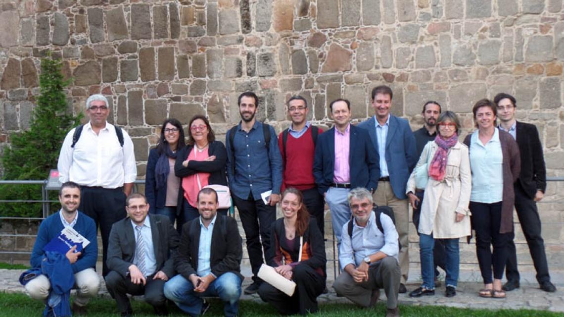 Equipo de trabajo SHCity frente a la muralla de Ávila