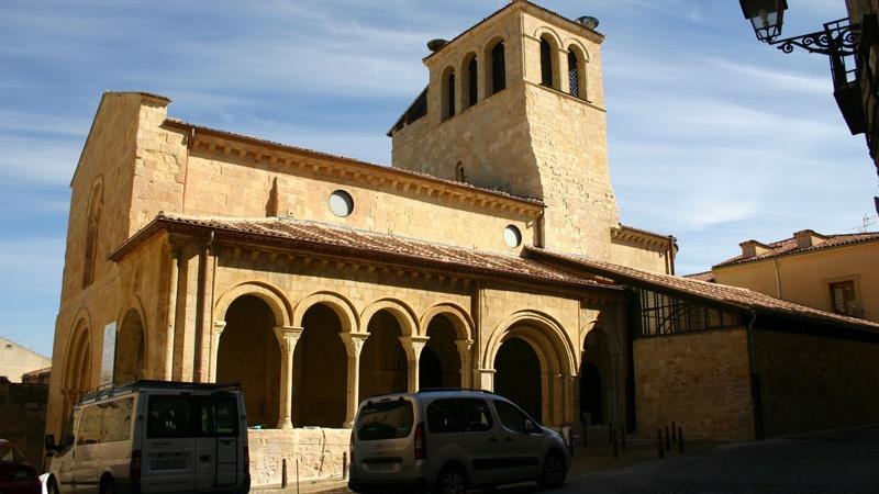 Vista exterior de la iglesia de La Trinidad en Segovia